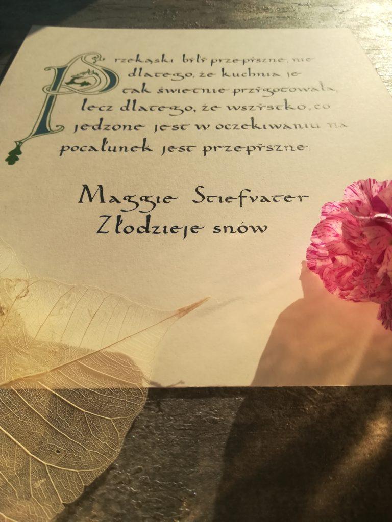 kaligrafia kulinarna, Maggie Stiefvater, Złodzieje snów, przekąski kaligrafia, cytaty z książek kaligrafia