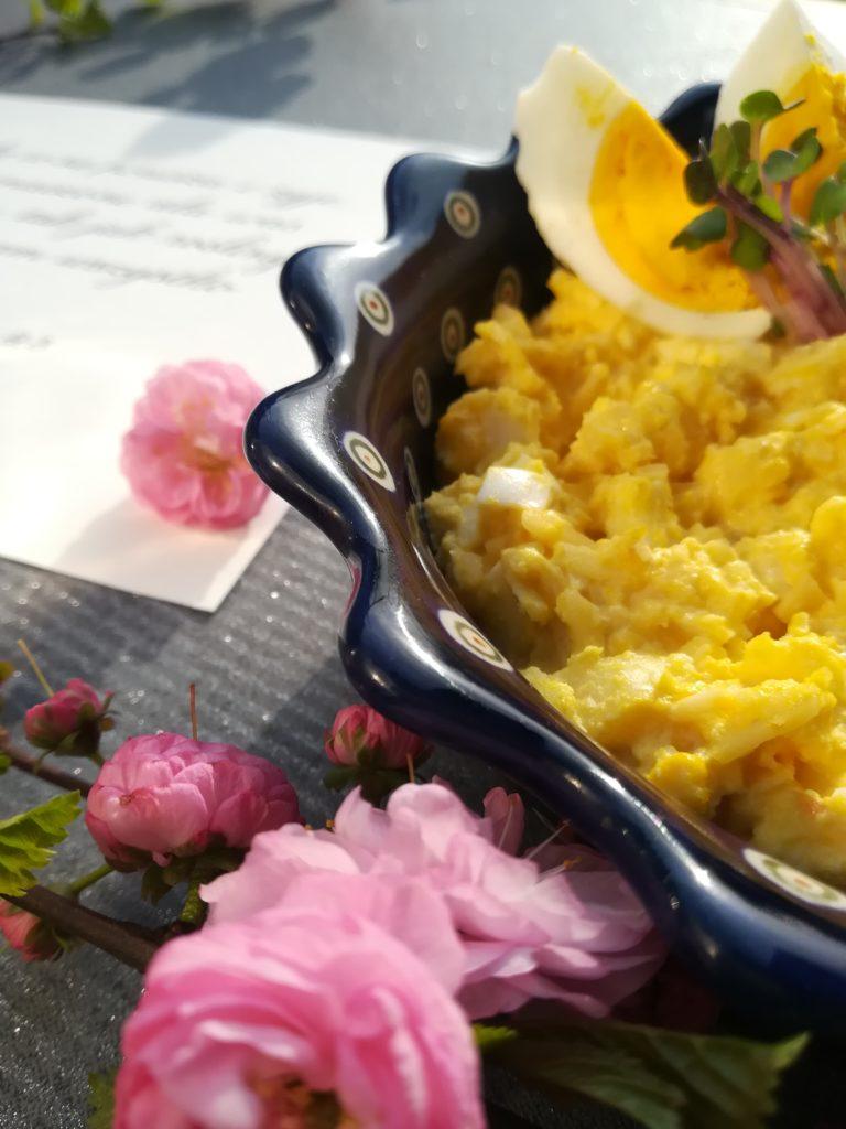 jajcara, sałatka chrzanowa, sałatka z jajkiem, chrzanem i jabłkiem, pomysły na sałatki z chrzanem