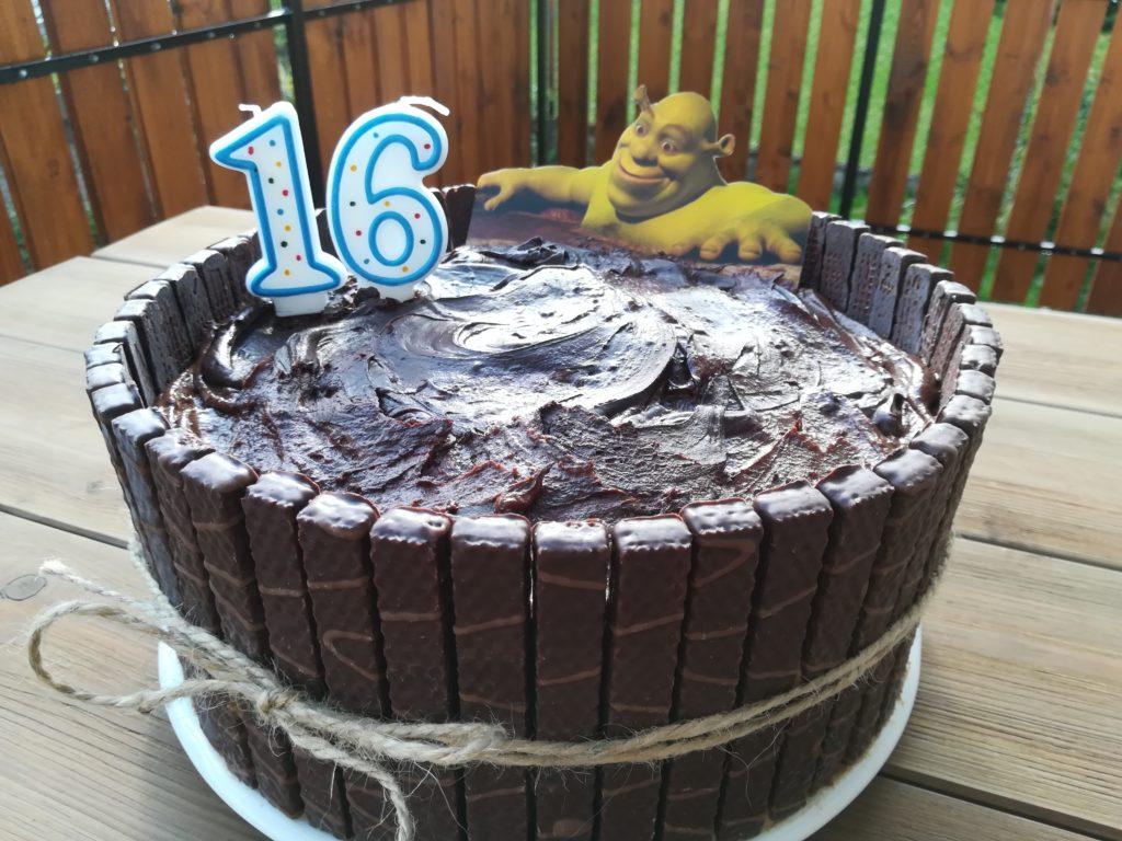 tort na 16 urodziny, tort z postaciami bajkowymi