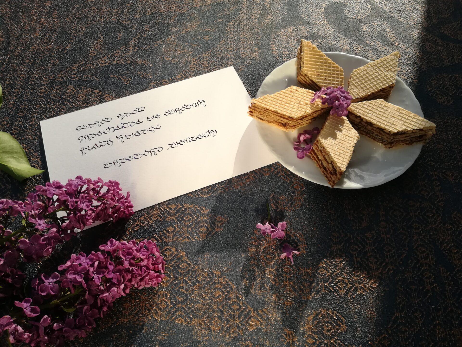 chrupiące wafelki z masą czekoladową, torcik z wafli, dzieło Oskara Pischingera, Oskar Pischinger
