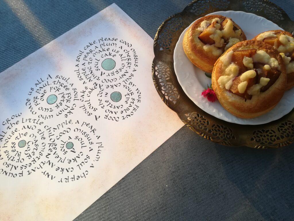 placki ze śliwkami, food and calligraphy, drożdżówki z kruszonką