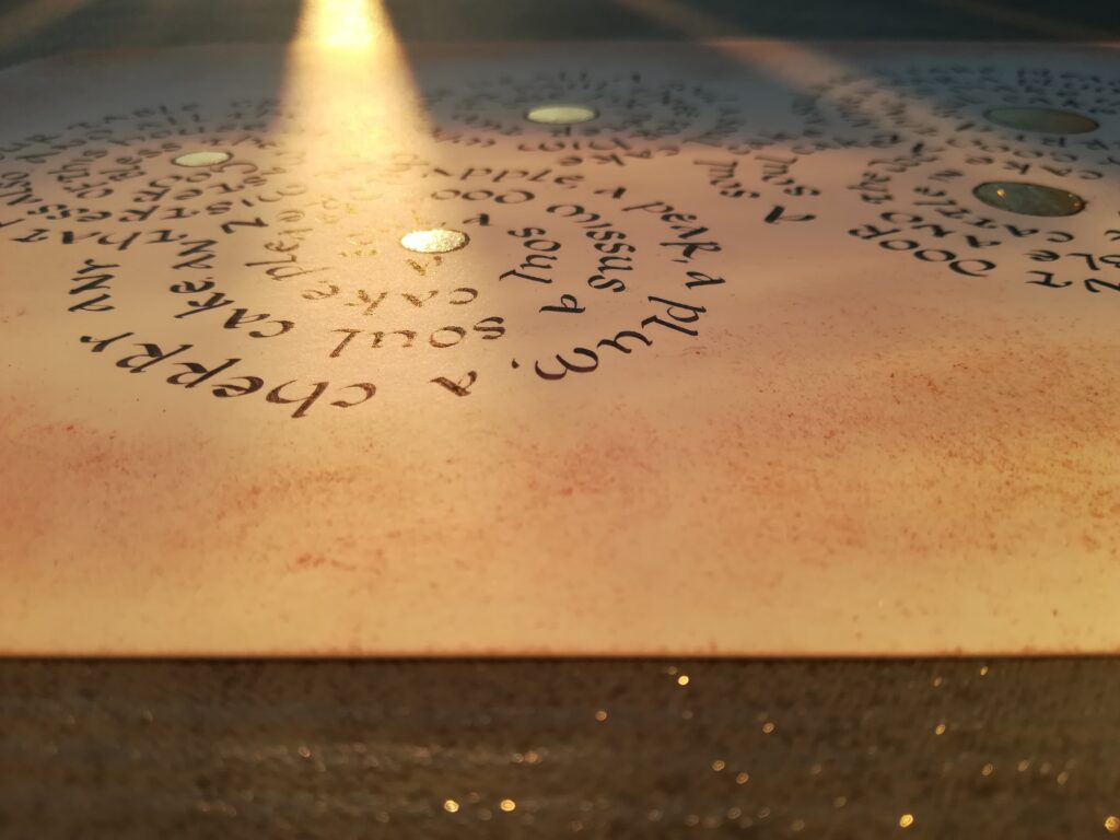 uncial calligraphy, uncjała, tekst piosenki kaligrafia, kaligrafia literacka